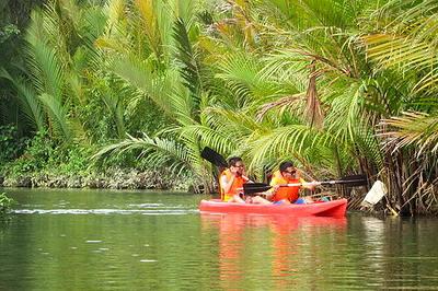 boracay kayaking